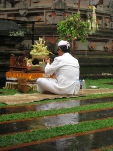Pura Dharma Sidhi Ciledug Pujawali Budha Kliwon Ugu